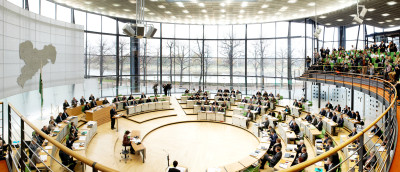 Tagendes Plenum (Foto: Juliane Mostertz, FOTOGRAFISCH)